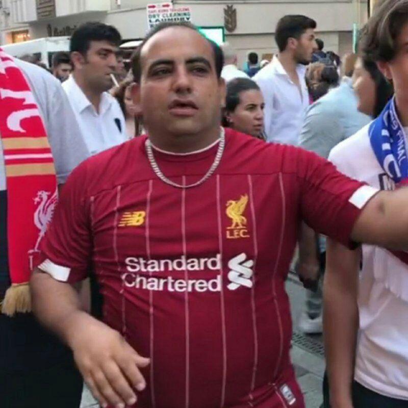 عباس اسماعیل بیگی با لباس لیورپول