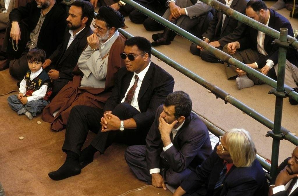 عکس کمتر دیده شده از محمدعلی کلی در صف اول نمازجمعه تهران