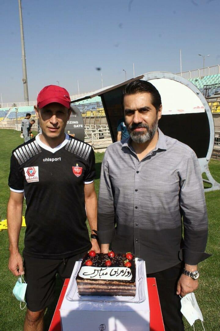 سورپرایز یحیی گل محمدی با کیک 6 تایی افشین پیروانی + عکس