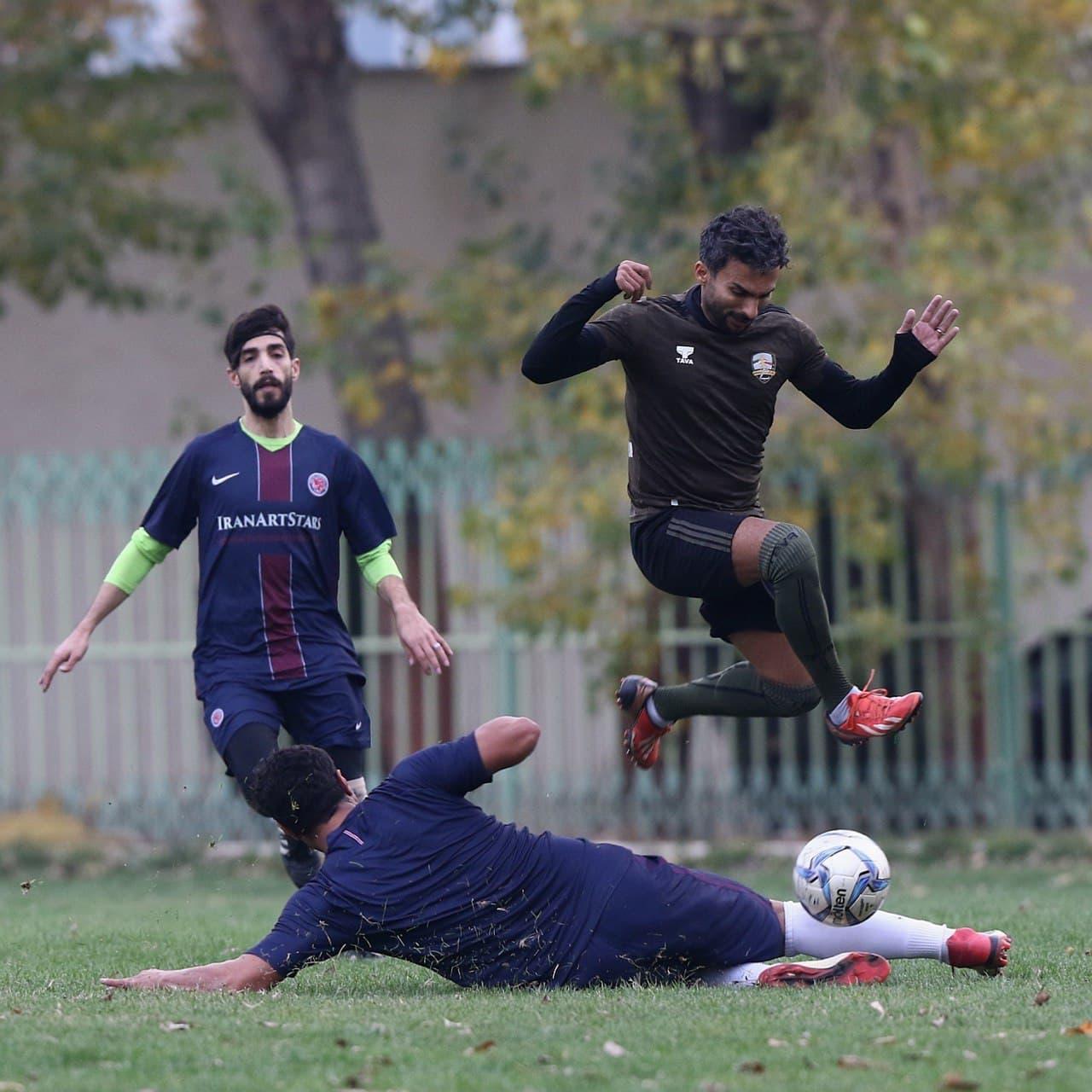 مصدومیت سنگین مجری برنامه فوتبال برتر به دست پیشکسوت متعصب استقلال
