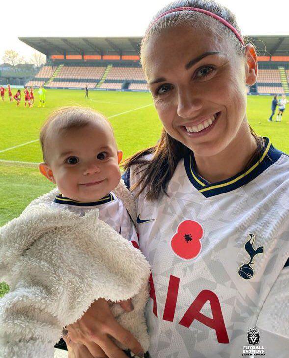 عکس فوق العاده جذاب از ستاره تیم ملی زنان آمریکا و فرزندش