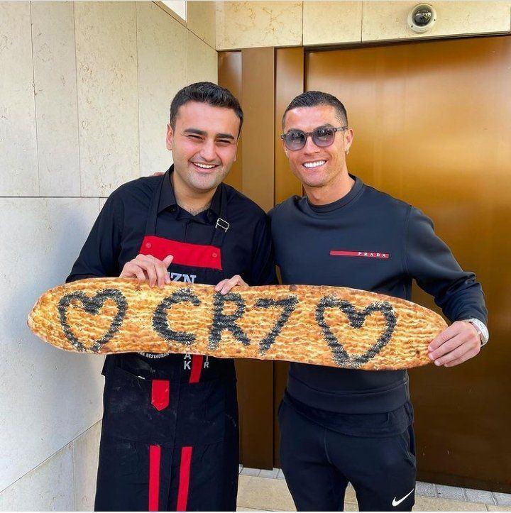 عکس رونالدو و نان بربری با هوادار ایرانی مقیم دوبی
