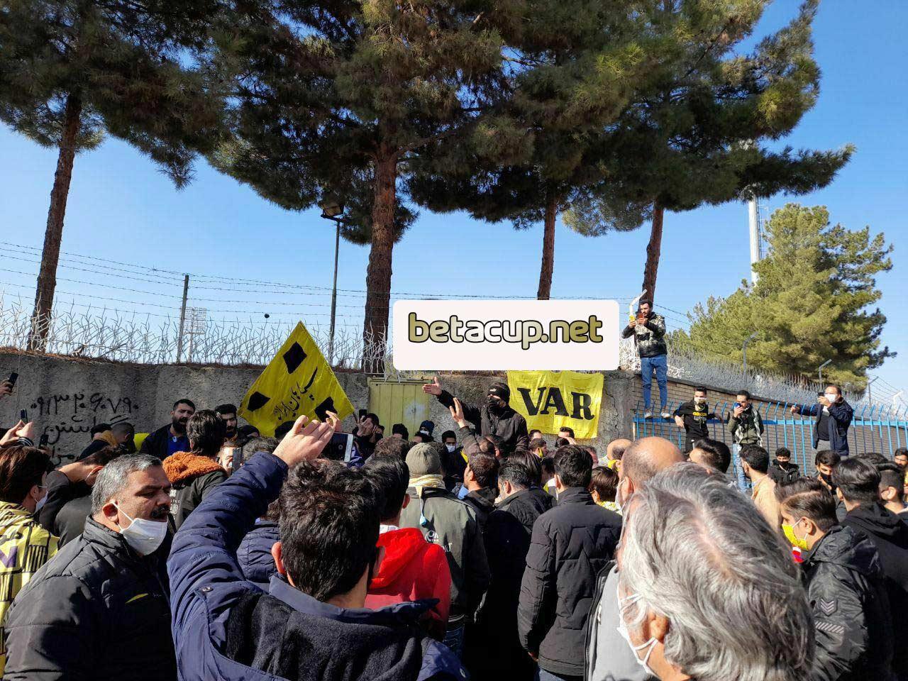 کری سنگین هواداران سپاهان برای پرسپولیس + عکس