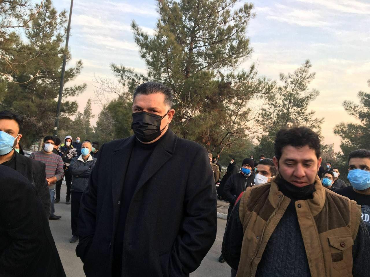 حرکت ارزشمند خانواده علی انصاریان در مراسم تشییع پیکر و خاکسپاری