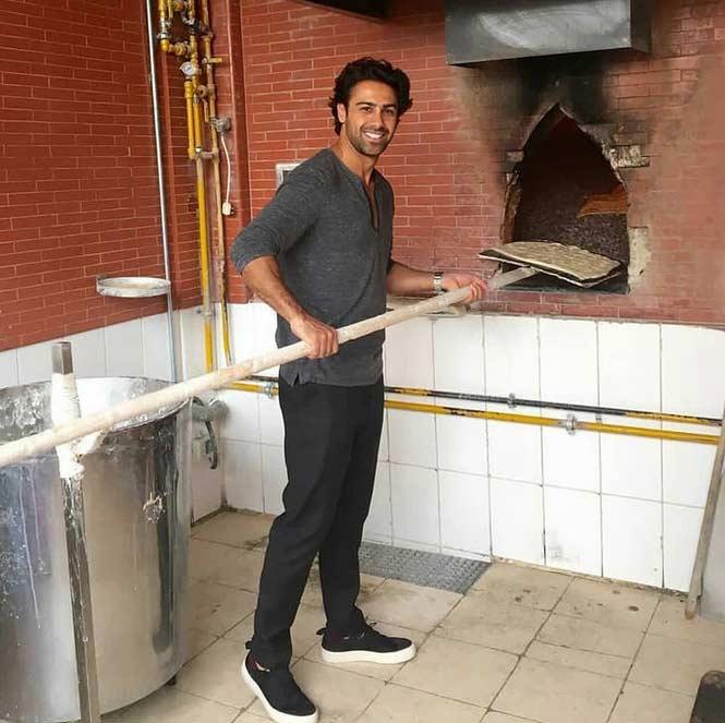 عکس دیده نشده از فرهاد مجیدی در حال شاتری در نانوایی