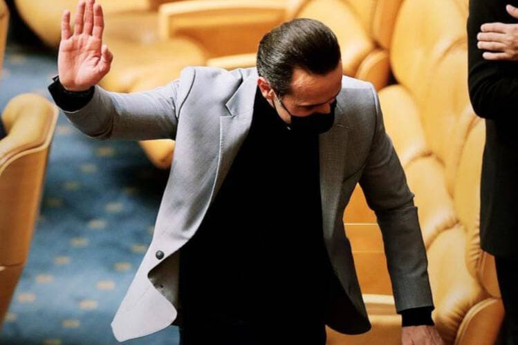 کمدی فوتبال ایران تکمیل شد | علی کریمی پیشنهاد حضور در پرسپولیس را نپذیرفت